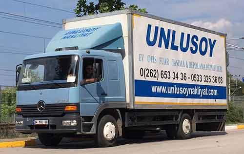 logolu nakliye kamyonu